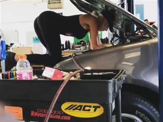 Em gái siêu vòng 3 sửa xe, thay lốp cực kỳ điêu luyện điểm nhấn vẫn là gương mặt xinh như tiên nữ hút mắt người nhìn