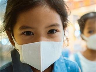 Giữa tâm dịch corona: Hướng dẫn cha mẹ chọn và đeo khẩu trang đúng cách cho trẻ để bảo vệ con tốt nhất