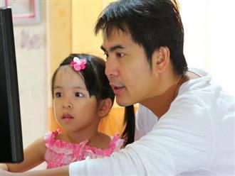 Giúp con gái và cháu gái tắm, một ông bố đã sốc nặng khi bị cả nhà chỉ trích là bệnh hoạn