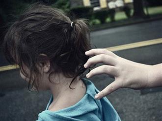 """Kẻ lạ mặt nói """"Bố cháu bận nên chú đến đón hộ"""", cô bé 6 tuổi nhanh trí hỏi lại 1 câu khiến tên bắt cóc bị vạch trần"""