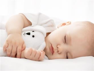 Khoa học lý giải vì sao trẻ sơ sinh nào khi ngủ cũng hay giật mình quơ chân múa tay