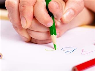 """Không cần ép con vào """"lò"""" luyện chữ đẹp, cha mẹ chỉ cần làm 5 việc đơn giản này thôi là con sẽ viết đẹp như in"""