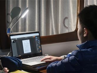 Không chịu nổi khi học online ở nhà với mẹ, cậu bé 10 tuổi đã làm điều không ai ngờ tới