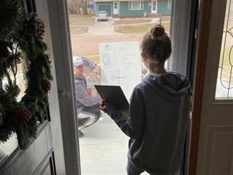 Không giải được bài tập liền nhắn tin cầu cứu thầy giáo, 2 bố con ngạc nhiên với điều kỳ diệu xảy ra vào ngày hôm sau