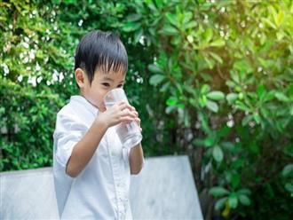 Mẹ đã biết nhu cầu nước một ngày cho bé theo từng độ tuổi cần bao nhiêu?