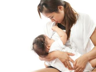 Mẹ trẻ vẫn cho con bú dù bị viêm vú nặng và đây là lời khuyên của chuyên gia sữa mẹ