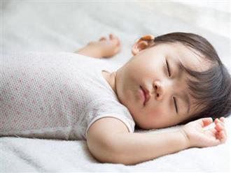 """Nếu con bạn vật vã ngủ không ngon giấc, hãy thử ngay những mẹo """"nhỏ mà có võ"""" này"""