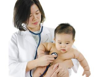 Nghi ngờ trẻ bị tay chân miệng cha mẹ hãy làm ngay điều này để cứu con thoát khỏi dịch bệnh