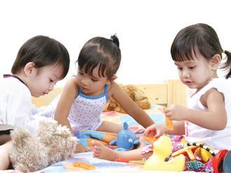 """Phương pháp dùng """"tay không"""" kích thích vùng ngôn ngữ trên não của trẻ phát triển, cha mẹ nào cũng cần phải biết"""