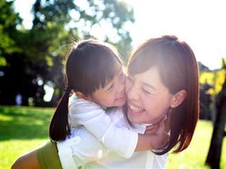 Tại sao con bạn ngoan ngoãn với tất cả mọi người nhưng lại giận dữ vô cớ với mẹ: Lý do thật ra hết sức ngọt ngào!