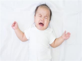 Thấy con khóc ngằn ngặt không dỗ nổi do bị đau bụng thì cha mẹ hãy áp dụng ngay 8 cách hiệu quả này