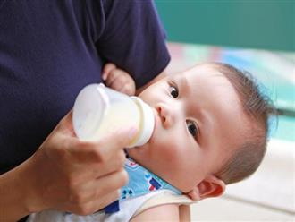 Thấy trời nóng, bà nội lén cho cháu gái 3 tháng tuổi uống thứ đồ uống cấm kị với trẻ sơ sinh