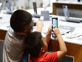Thêm một nghiên cứu phát hiện tác hại của việc nhìn màn hình điện tử quá nhiều có thể khiến trẻ chậm phát triển