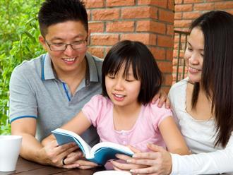 Tiến sĩ tâm lý chỉ rõ 9 sai lầm bố mẹ đẩy con vào vòng nguy hiểm