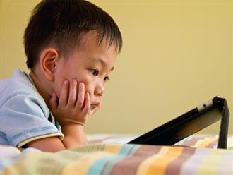 Trẻ có thói quen ngồi lì trước màn hình điện thoại sẽ phải đối diện với những điều cực nguy hiểm