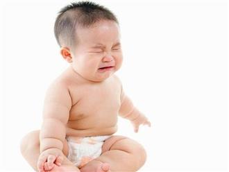 Trẻ sơ sinh bị táo bón: Dấu hiệu và nguyên nhân mẹ cần biết