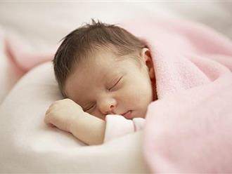 Trẻ sơ sinh tỉnh dậy mà làm 4 hành động sau chứng tỏ bé sở hữu trí tuệ vượt trội