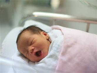Tròn 100 ngày sau sinh: Mẹ nhớ LÀM PHÉP cho con như này, bé không sốt, ăn ngoan chóng lớn thông minh hơn người