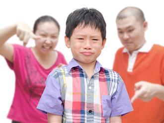 Tuyệt đối bố mẹ đừng bao giờ lặp lại những lời nói cay độc làm tổn thương con trẻ sau