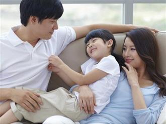 Vì sao cha mẹ không nên ép trẻ ôm hôn người lớn, kể cả họ hàng thân thiết?