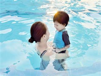 Vì sao trẻ dễ bị ốm sau khi đi bơi trong mùa hè?