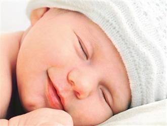 Vì sao trẻ khô môi, khắc phục thế nào?