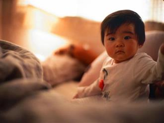 Vì sao trẻ thường giật mình lúc nửa đêm?