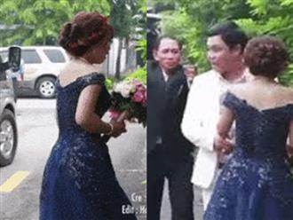 Khoảnh khắc cô dâu trẻ bật khóc nức nở khi xe ô tô nhà gái ra về khiến bao người rơi nước mắt