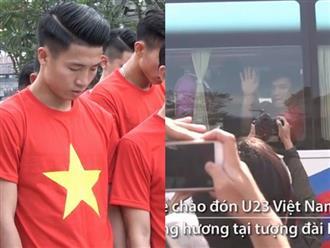 Tuyển U23 đi giữa vòng tay fan ở phố đi bộ Nguyễn Huệ