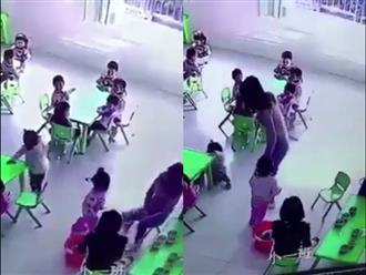 Phẫn nộ: Cô giáo mầm non nhẫn tâm rút ghế khiến bé ngã sõng soài ngay giữa lớp