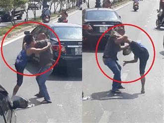 Clip: Va chạm giao thông, 2 tài xế lao vào đánh nhau như phim chưởng