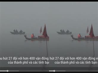Du khách nước ngoài háo hức xem đua thuyền rồng ở Hồ Tây