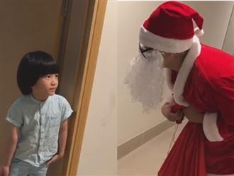 Clip: Ca sĩ Duy Mạnh giả làm ông già Noel tặng quà cho con trai siêu đáng yêu