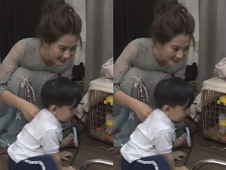 Con trai Ngọc Lan đuổi theo thỏ trong studio chụp ảnh của mẹ