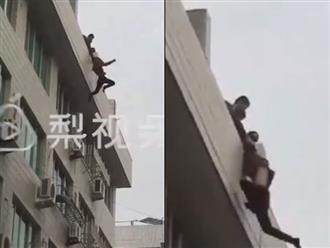 Thanh niên thất tình nhảy lầu tự tử, được cứu vẫn giãy giụa đòi chết