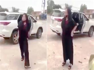 Người phụ nữ tự 'tụt quần' sau khi dâng hương gửi đơn tố cáo ngược nhân viên ở đền