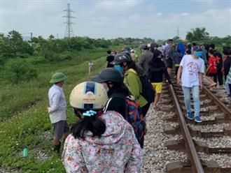 Xôn xao thông tin mẹ ôm xác con nằm trên đường rây xe lửa tự tử ở Nghệ An