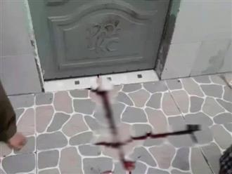 Sau vệt máu loang lổ bí ẩn trước nền nhà trọ, người dân cưa cửa sắt phát hiện nam bảo vệ quê Đắk Lắk tử vong bất thường