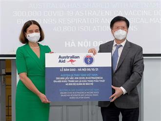 Tin vui: Bộ Y tế tiếp nhận thêm 300.000 liều vaccine COVID-19 và trang thiết bị chống dịch từ Australia