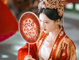 Hoàng hậu có xuất thân bần hàn bị hãm hại qua đời khi đang mang thai, Hoàng đế trả thù cho nàng bằng một cuộc thảm sát chấn động