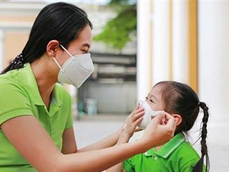 """Bác sĩ Bệnh viện Nhi """"bày"""" cha mẹ cách chăm sóc trẻ trong mùa dịch"""