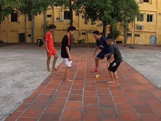 Thú vị trò chơi dân gian cướp cờ gắn liền với tuổi thơ trẻ em Việt của vlogger Đinh Tiến Dũng