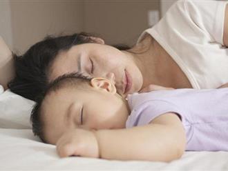 Tại sao không nên cho con ngủ chung với bố mẹ?