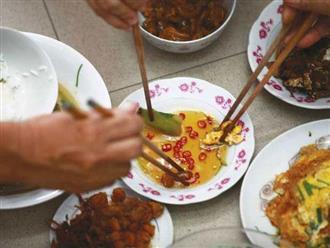 Người Việt đang tự gieo rắc mầm bệnh ung thư dạ dày cho nhau bằng 4 thói quen tưởng chừng rất bình thường