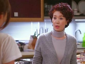 """Ra mắt nhà bạn trai đúng ngày """"đèn đỏ"""", mẹ anh ép chia tay chỉ vì trông thấy hành động của em trong bếp"""