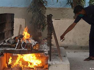 Nhân viên lò đốt xác Covid-19 ở Ấn Độ đối diện '4 KHÔNG': Không đồ bảo hộ, không bảo hiểm, không được nhập viện và không biết nhiễm virus lúc nào