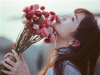 Đi qua thương tổn, đàn bà là cành hồng đầy gai nhọn