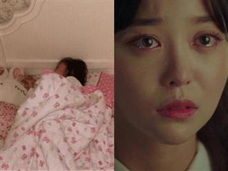 Con gái 8 tuổi ngủ một mình một giường mà sáng ra cứ than chật, xem camera mẹ khóc ngất