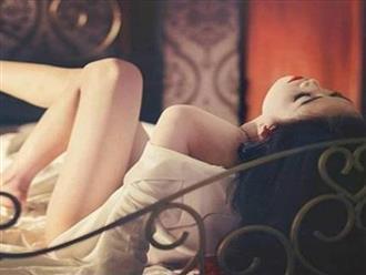 Đàn bà khôn khi bước chân 'lên giường': 3 thứ cần cởi ra, 3 thứ nhất định phải mặc vào