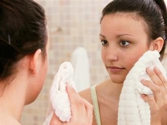 Ai cũng dùng khăn tắm lau khô mặt nhưng không biết những tác hại này